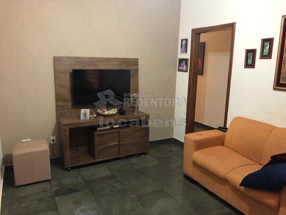 Alugar Casa / Padrão em São José do Rio Preto R$ 1.700,00 - Foto 1