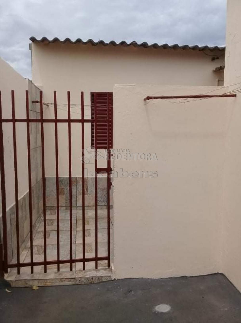 Comprar Casa / Padrão em São José do Rio Preto R$ 165.000,00 - Foto 3