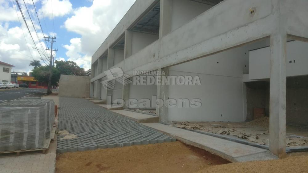 Alugar Comercial / Salão em São José do Rio Preto R$ 2.500,00 - Foto 1