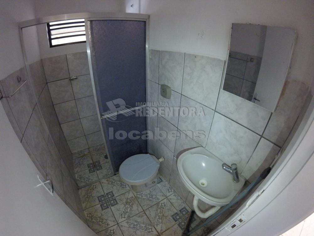 Alugar Casa / Padrão em São José do Rio Preto R$ 900,00 - Foto 12