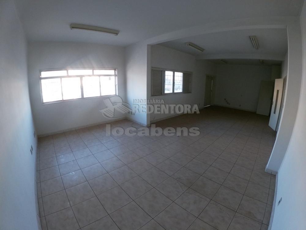 Alugar Apartamento / Padrão em São José do Rio Preto R$ 900,00 - Foto 2