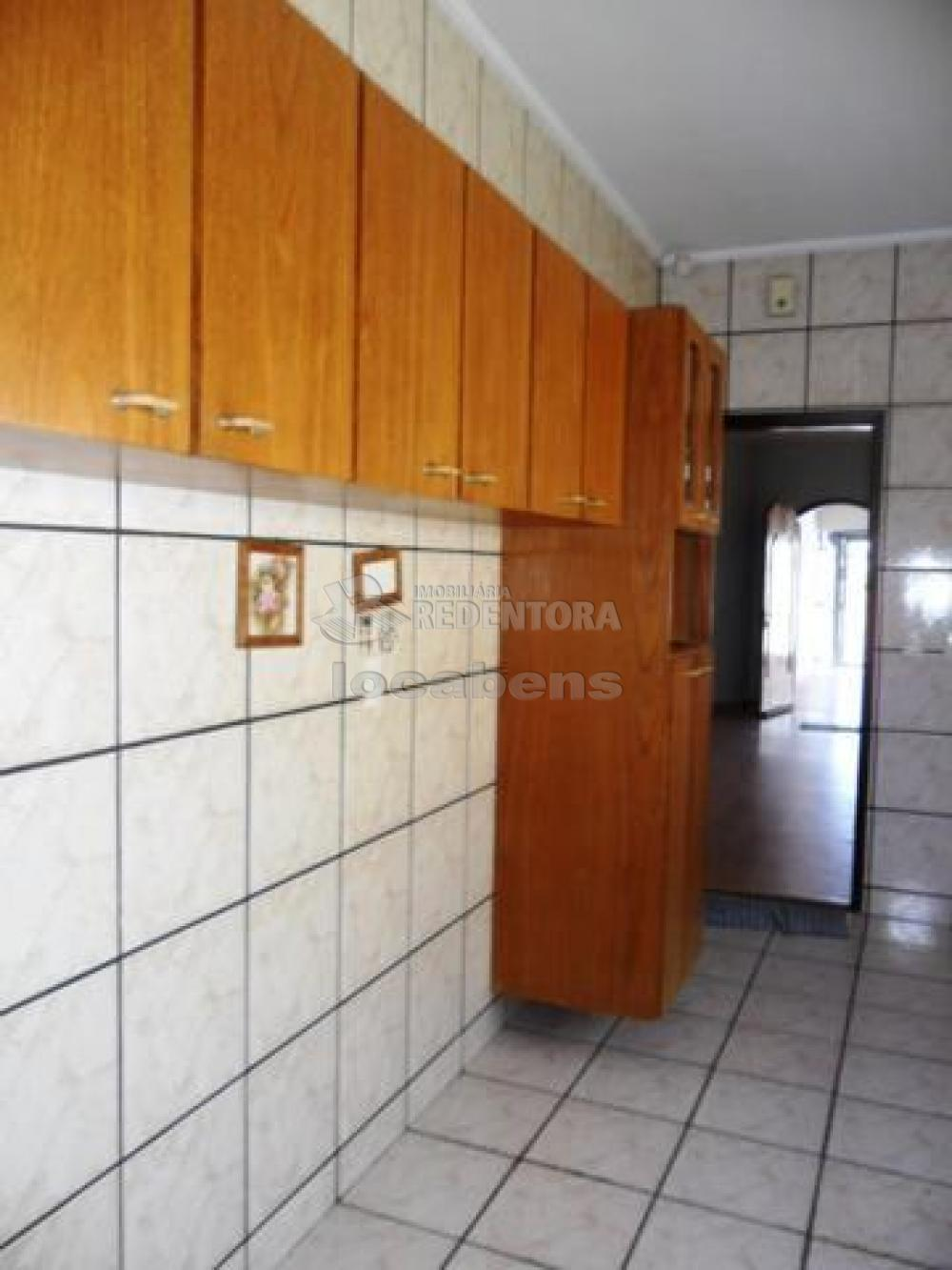 Alugar Casa / Padrão em São José do Rio Preto R$ 1.300,00 - Foto 9