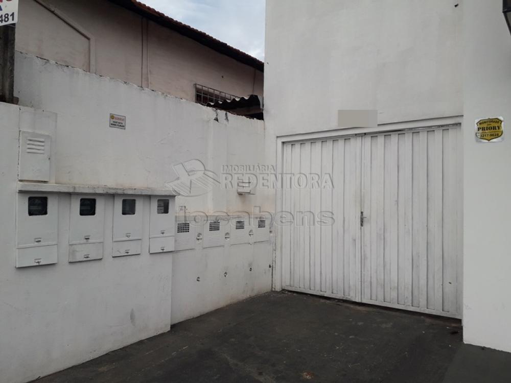 Alugar Casa / Padrão em São José do Rio Preto R$ 800,00 - Foto 1