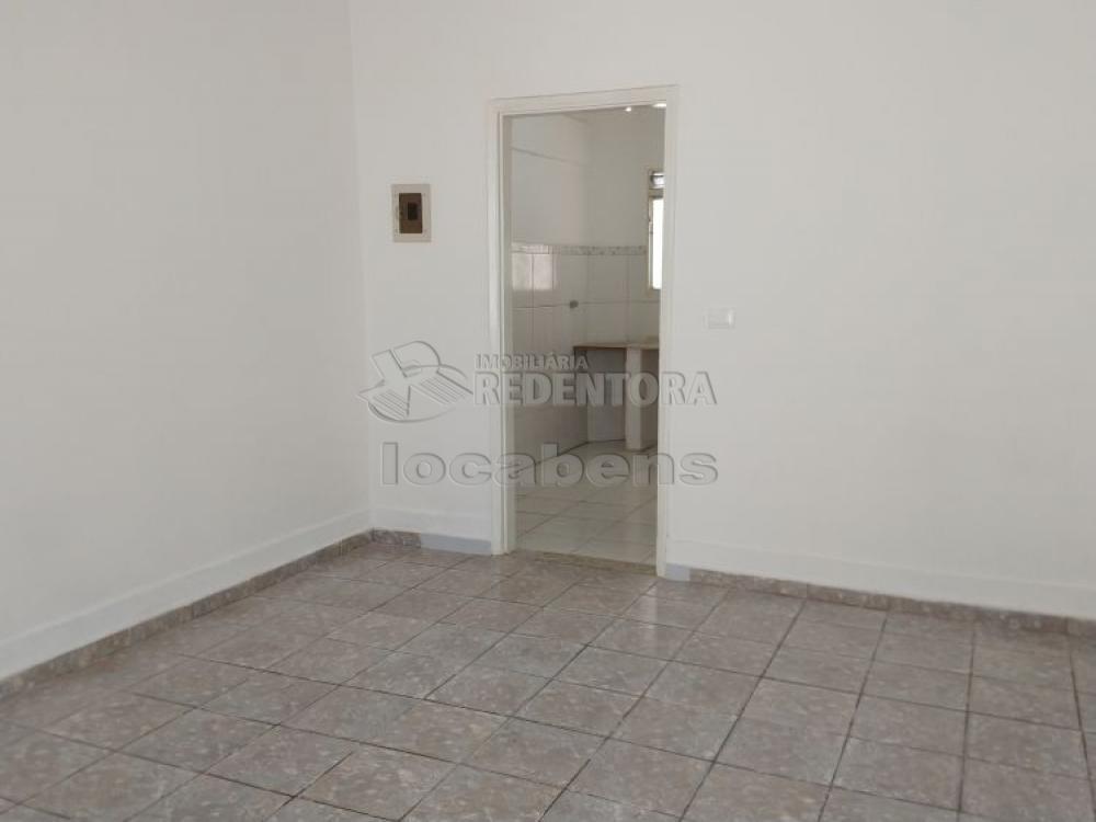 Alugar Casa / Padrão em São José do Rio Preto R$ 800,00 - Foto 3