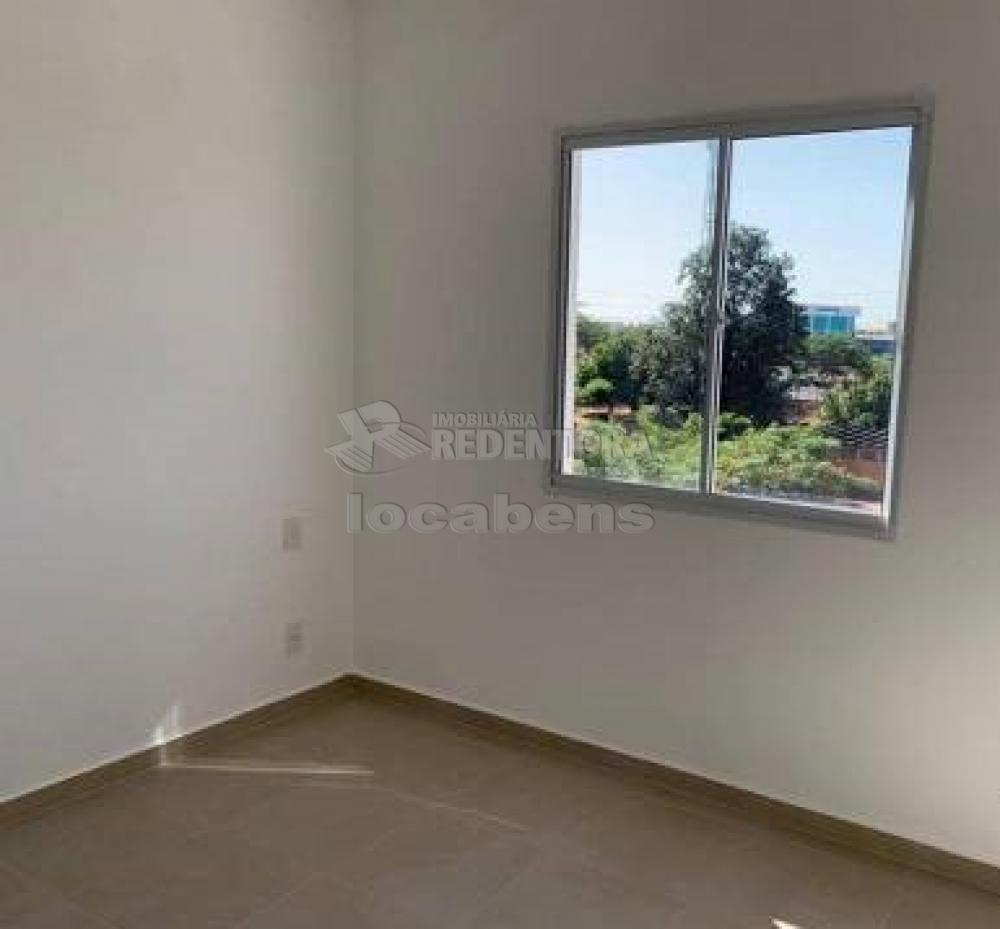 Comprar Apartamento / Padrão em São José do Rio Preto R$ 240.000,00 - Foto 17
