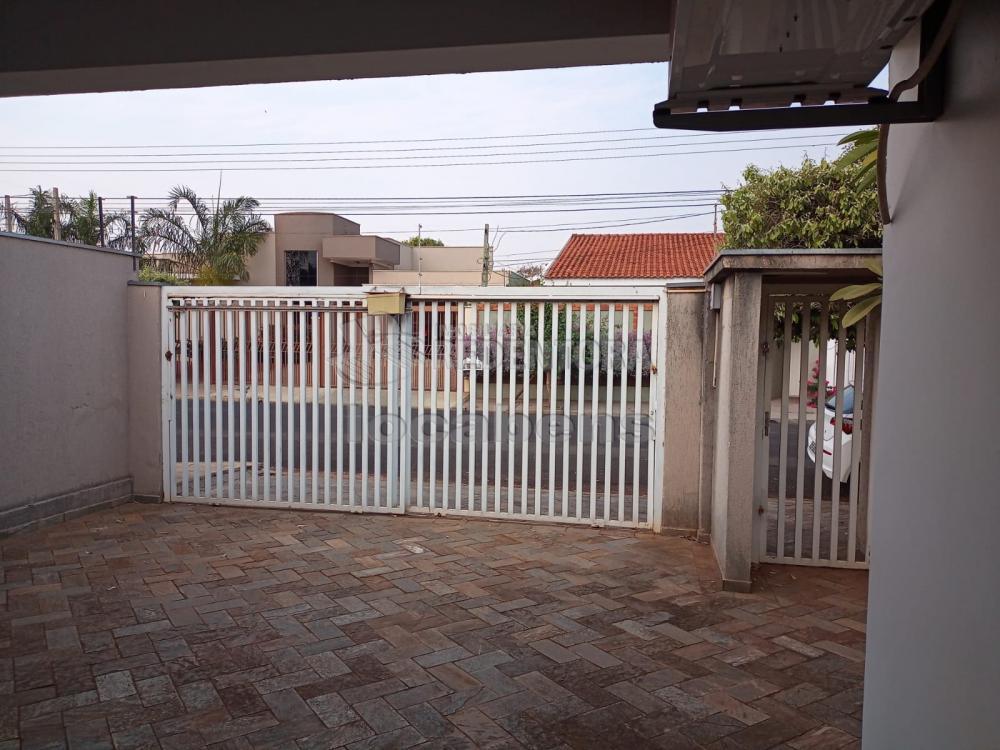 Alugar Casa / Padrão em São José do Rio Preto R$ 3.600,00 - Foto 1