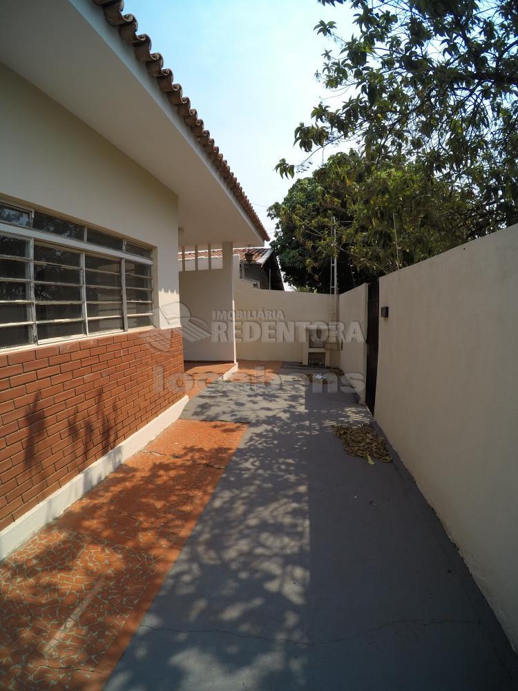 Alugar Casa / Padrão em São José do Rio Preto R$ 1.500,00 - Foto 2