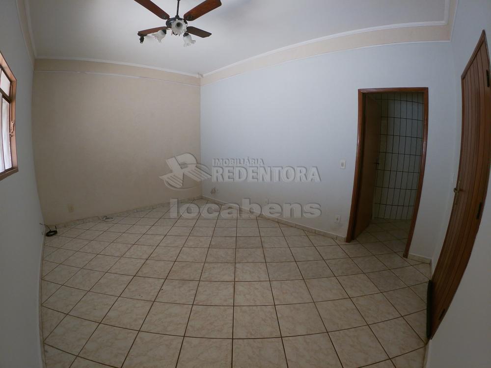 Alugar Casa / Padrão em São José do Rio Preto R$ 1.000,00 - Foto 1