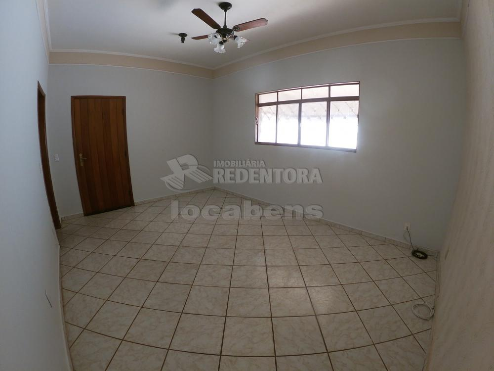 Alugar Casa / Padrão em São José do Rio Preto R$ 1.000,00 - Foto 3