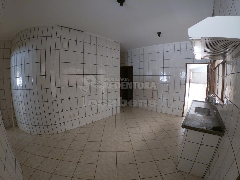 Alugar Casa / Padrão em São José do Rio Preto R$ 1.000,00 - Foto 4