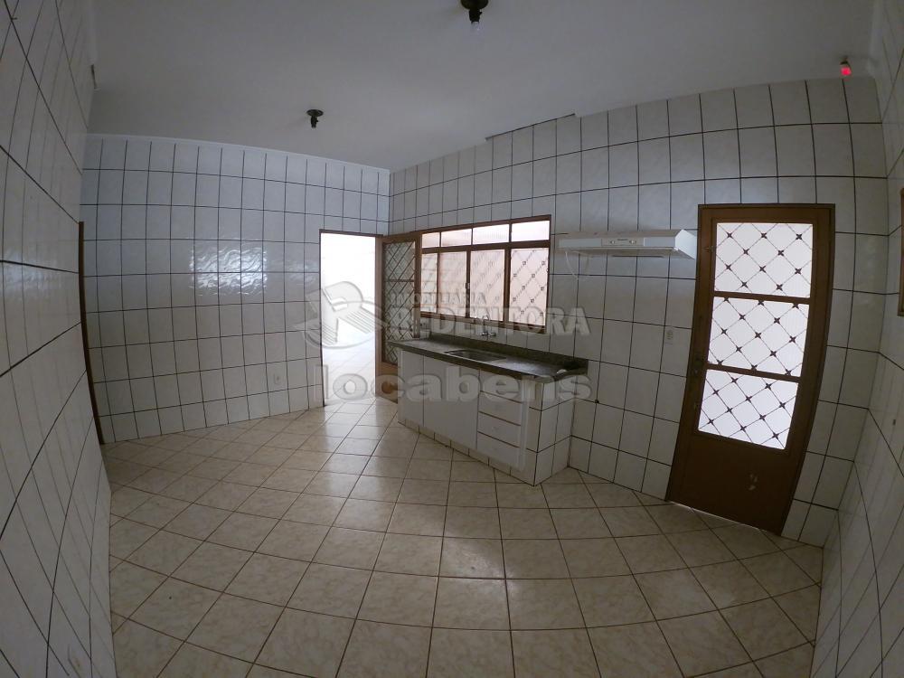 Alugar Casa / Padrão em São José do Rio Preto R$ 1.000,00 - Foto 5