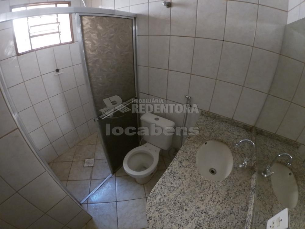 Alugar Casa / Padrão em São José do Rio Preto R$ 1.000,00 - Foto 16
