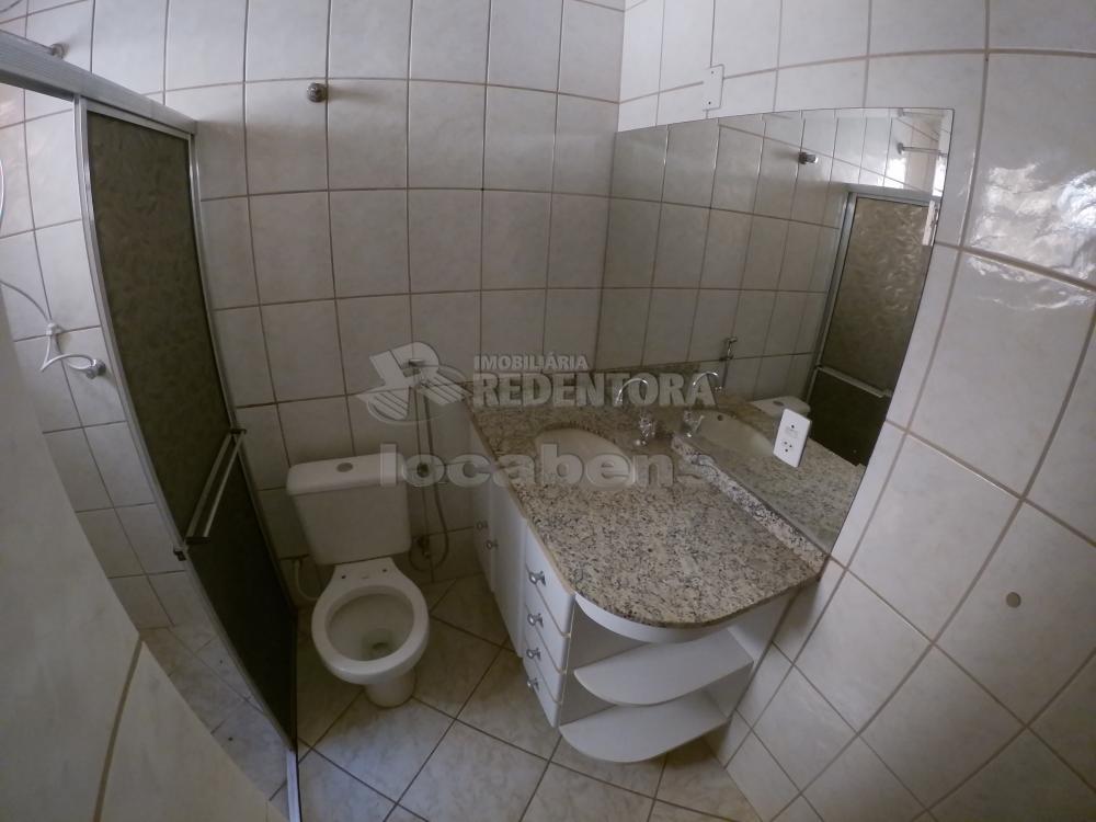 Alugar Casa / Padrão em São José do Rio Preto R$ 1.000,00 - Foto 17