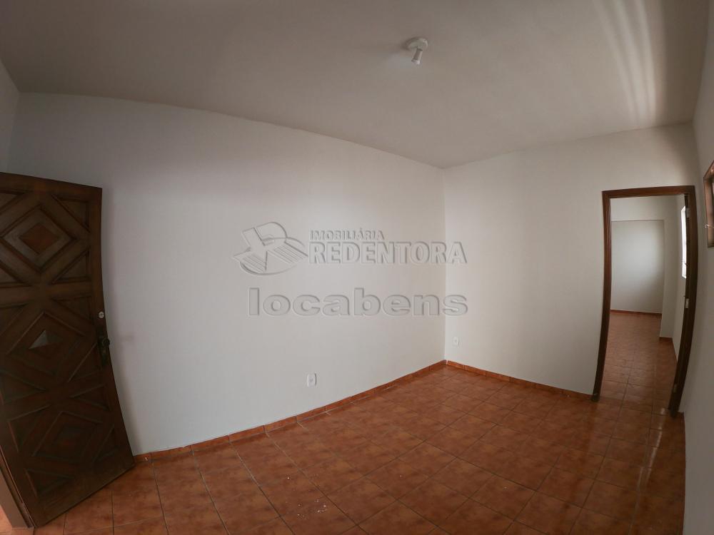 Alugar Casa / Padrão em São José do Rio Preto R$ 1.800,00 - Foto 2