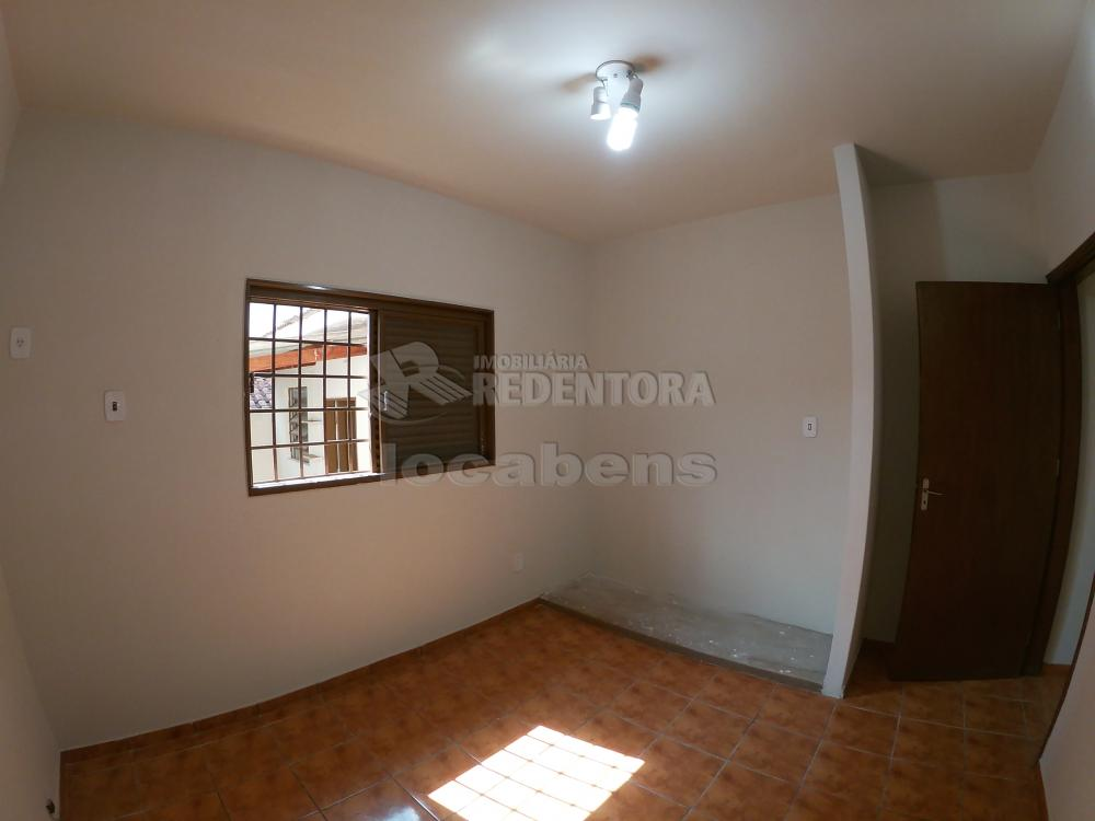 Alugar Casa / Padrão em São José do Rio Preto R$ 1.800,00 - Foto 9
