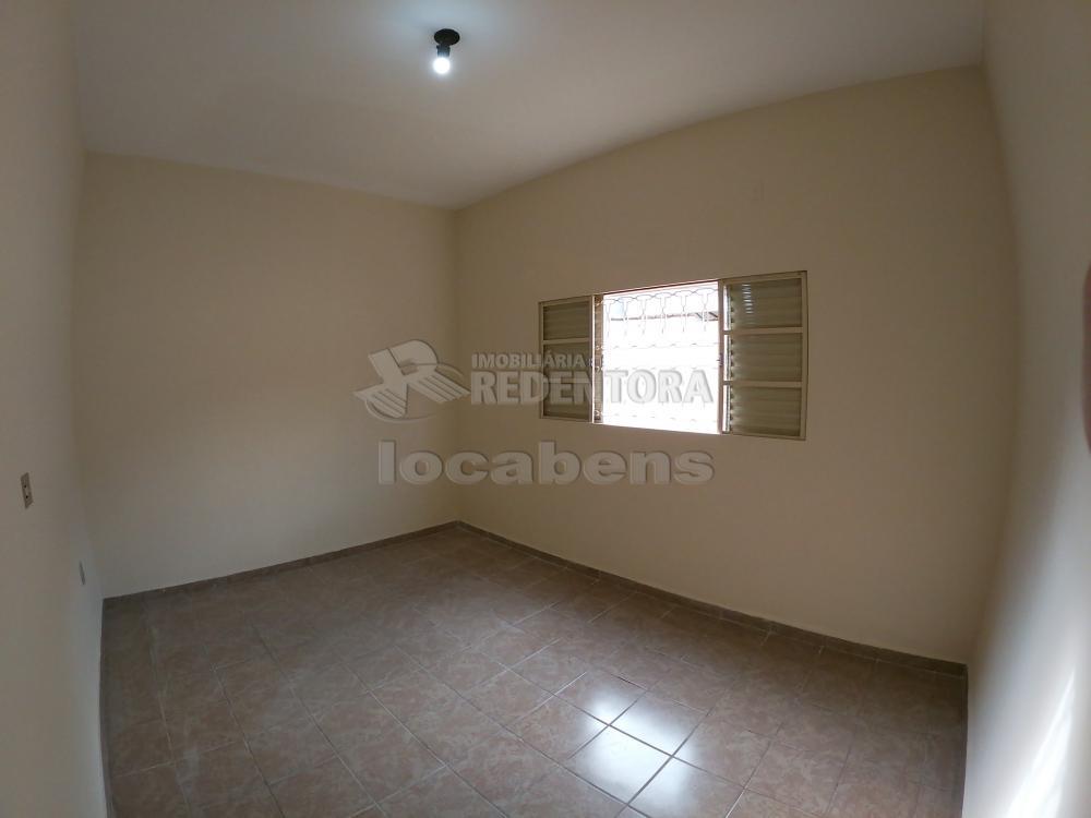 Alugar Casa / Padrão em São José do Rio Preto R$ 1.300,00 - Foto 6