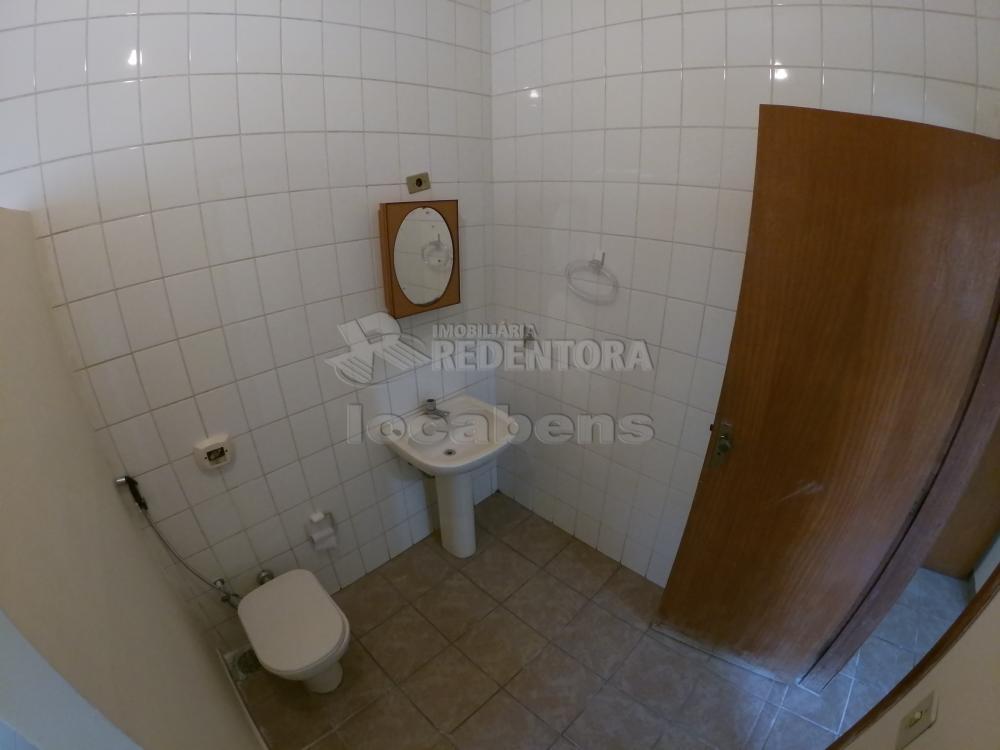 Alugar Casa / Padrão em São José do Rio Preto R$ 1.300,00 - Foto 17
