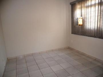 Alugar Casa / Padrão em São José do Rio Preto R$ 1.300,00 - Foto 2