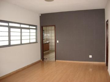 Alugar Casa / Padrão em São José do Rio Preto R$ 1.300,00 - Foto 1