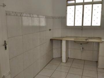 Alugar Casa / Padrão em São José do Rio Preto R$ 800,00 - Foto 4