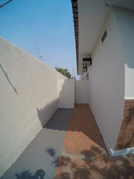 Alugar Casa / Padrão em São José do Rio Preto R$ 1.500,00 - Foto 1
